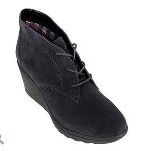 White Mountain leather booties 8M